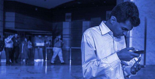Từ chàng trai mù thất nghiệp đến giao dịch viên ngoại hối xuất sắc tại Standard Chartered