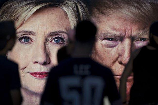 """Trước thềm """"trận quyết đấu cuối cùng"""", chiến thắng đang nghiêng về Hillary Clinton"""