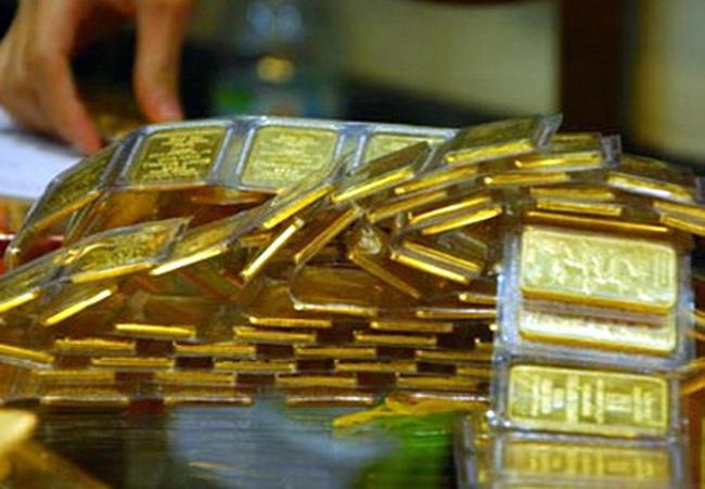 Vàng trong nước tăng giá nhẹ bất chấp vàng thế giới rớt mạnh