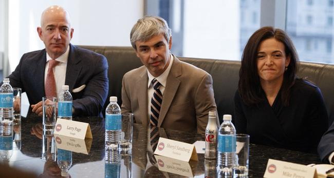 Bức ảnh này thể hiện rõ nét nhất thái độ của các CEO công nghệ khi gặp Donald Trump