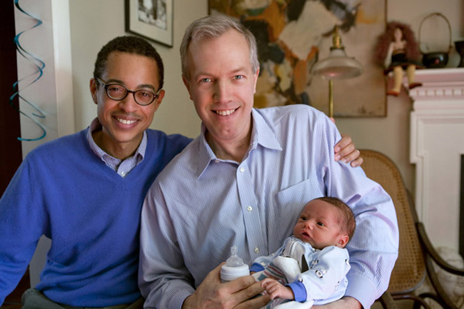 Đại sứ Mỹ tiết lộ về tình yêu sét đánh và cuộc hôn nhân đồng tính