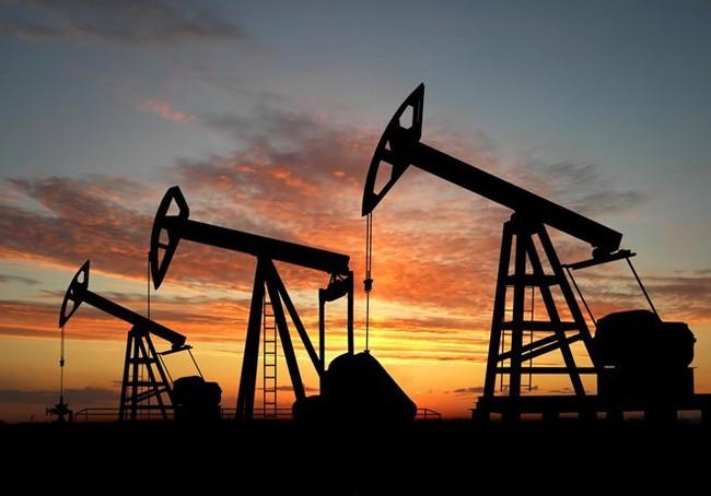 Giá dầu vượt 50 USD/thùng