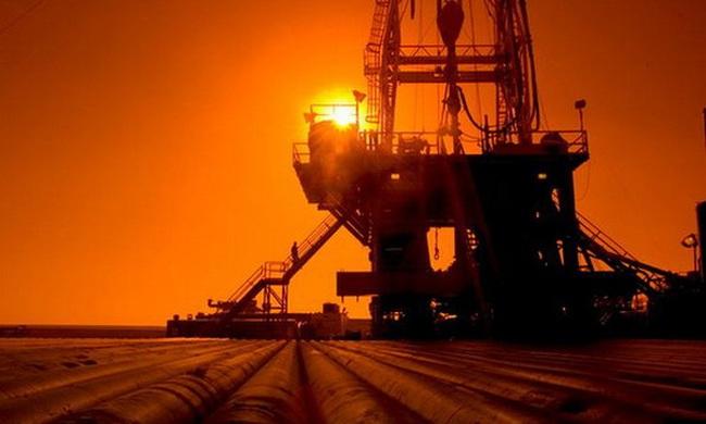 Dự trữ dầu Mỹ giảm sâu nhất 19 năm, giá dầu tăng vọt