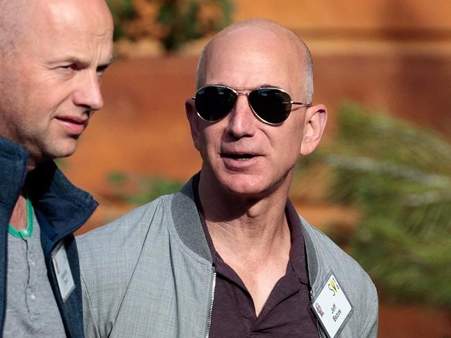CEO Amazon Jeff Bezos vượt mặt Warren Buffett trở thành người giàu thứ 3 thế giới