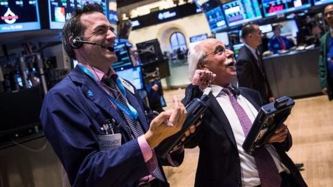 """Ảnh chế hài hước của những cư dân mạng Mỹ háo hức chờ đón Dow Jones chạm mức 20.000 điểm """"thần thánh"""""""