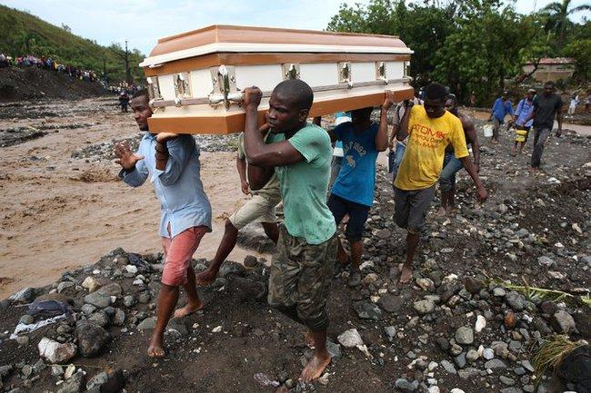 Siêu bão làm gần 300 người chết ở Haiti, Obama vội vã cảnh báo nước Mỹ