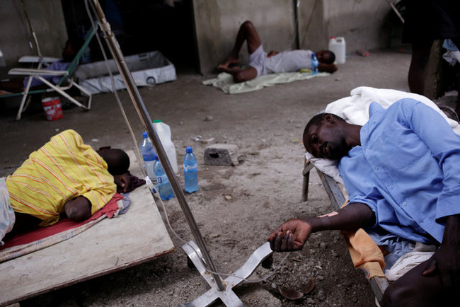 Thảm kịch nhân đạo ở Haiti: Xác người lấp đầy những hố chôn tập thể