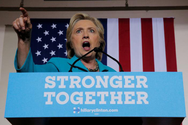 Dính đòn đau trước bầu cử, bà Clinton thách thức FBI đưa bằng chứng xác thực về bê bối email