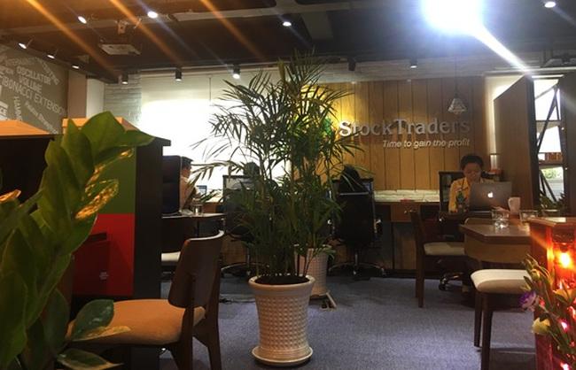 StockTraders – Chính sách ưu đãi nhân dịp khai trương văn phòng mới
