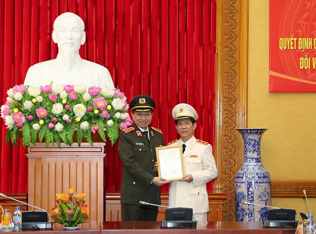 Chủ tịch nước thăng hàm Trung tướng đối với Thứ trưởng Nguyễn Văn Sơn