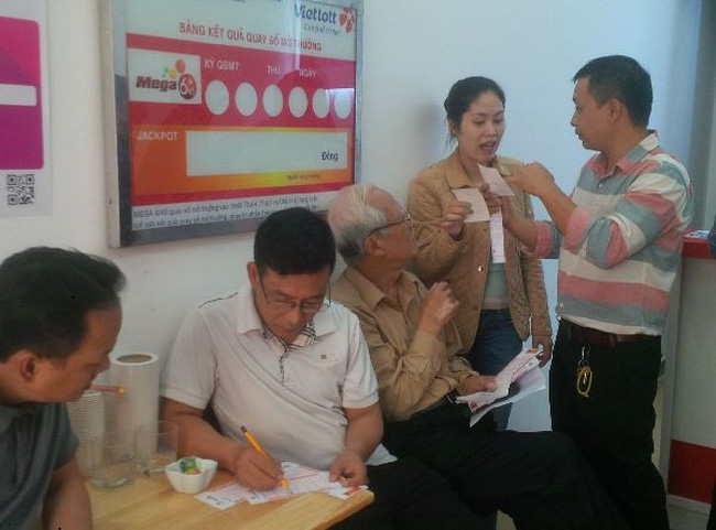 """Vừa """"trình làng"""", xổ số Vietlott đã hút khách tại Hà Nội"""