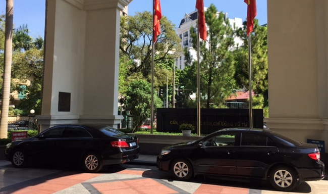 Thứ trưởng đón taxi đi làm, Bộ Tài chính cắt giảm lái xe công