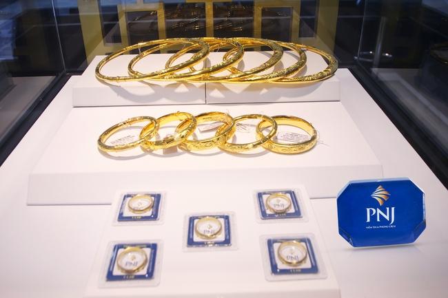 Chênh lệch giá vàng trong nước và quốc tế lên tới 5,1 triệu đồng/lượng