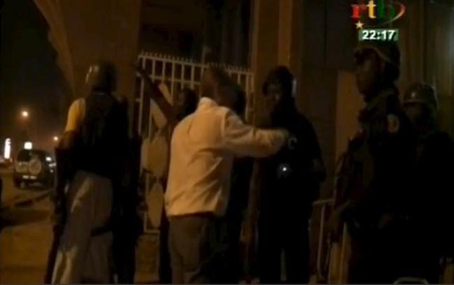 NÓNG: Al-Qaeda tấn công khách sạn ở Burkina Faso, ít nhất 20 người chết
