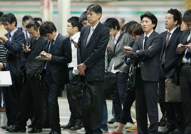 Nhân viên người Nhật hiếm khi nhảy việc hay đòi tăng lương nhưng Chính phủ không