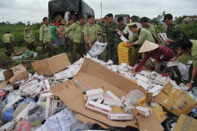 Bến Tre tiêu hủy hàng chục ngàn gói thuốc lá lậu