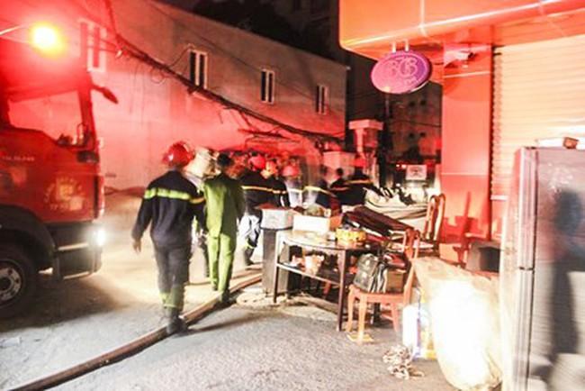Hà Nội: Cháy lớn tại Chùa cổ bên hồ Tây