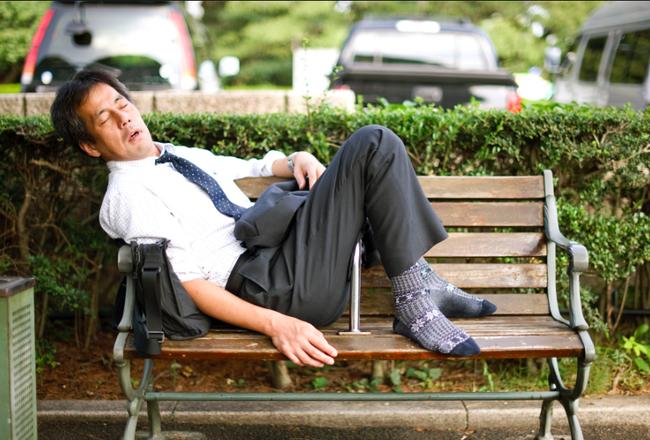 Thành công và giàu nhất nhì thế giới song người Nhật liệu có được ngủ đủ 8 tiếng?