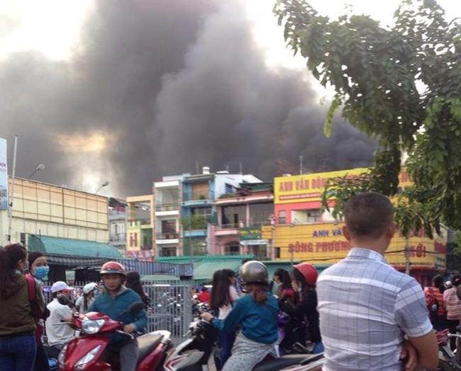 Cháy kinh hoàng ở cửa hàng xăng dầu