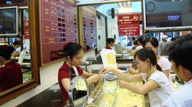 Nguyên liệu vàng trang sức trôi nổi tiếp tay cho buôn lậu