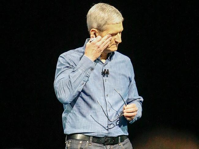 """Lần mất bình tĩnh hiếm hoi của Tim Cook trong cương vị CEO: """"Hãy bán hết cổ phiếu của Apple đi"""""""