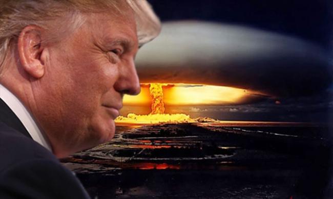 """""""Tổng thống Trump"""" và chiếc cặp có thể hủy diệt kẻ thù ngay khi nước Mỹ chưa bị tấn công"""