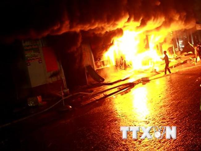Quảng Trị: Cháy chợ Ngã Tư Sòng, nhiều tiểu thương hoảng loạn