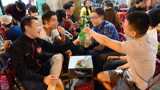77% đàn ông VN uống rượu bia, đứng đầu thế giới