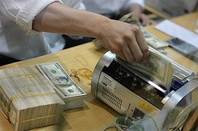 Các ngân hàng tăng cường vay nhau USD