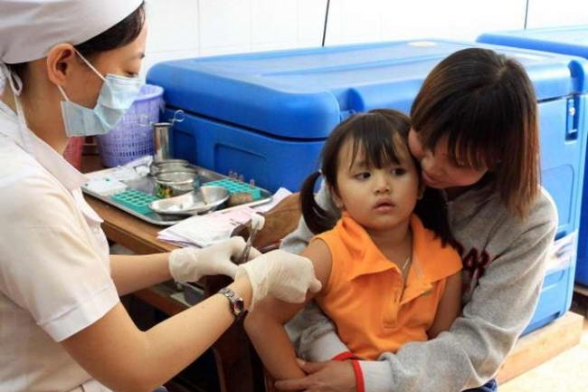 Vì sao vacxin Pentaxim ở cơ sơ y tế tư nhân có giá quá cao?