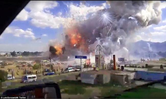 Clip: Chợ pháo hoa Mexico nổ kinh hoàng, hơn 100 người thương vong