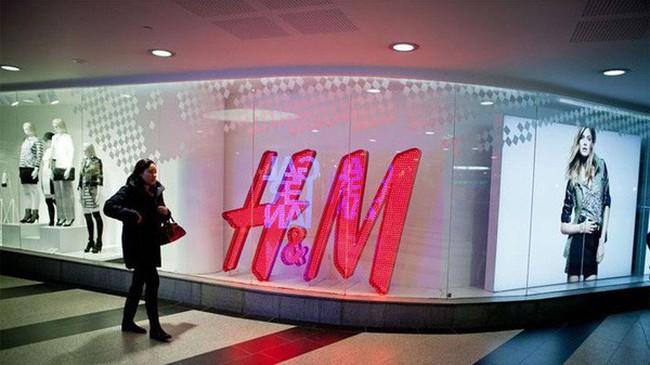 Bị Zara dẫn trước, H&M chứng kiến giá cổ phiếu giảm mạnh nhất 16 năm