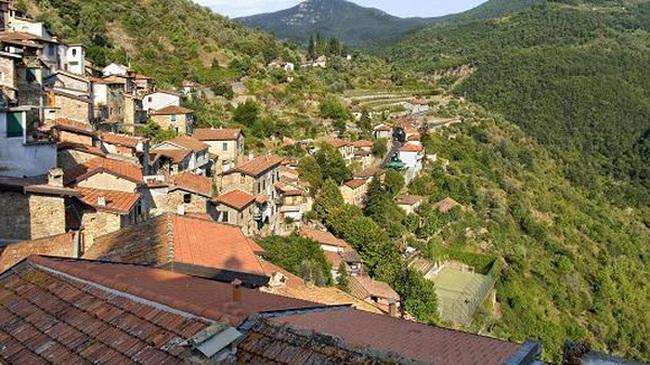Ngôi làng kỳ lạ ở Ý: Mời bất kỳ ai đến sống, tặng thêm 2.100 USD