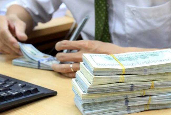 Lãi suất VND quá cao cũng có thể làm tăng đô la hóa