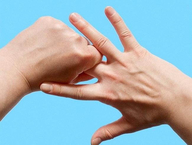 Lợi ích sức khỏe không thể ngờ khi bạn xoa nhẹ các ngón tay đúng cách