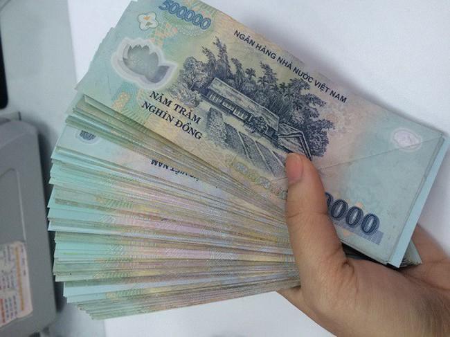 Ngân hàng ở TPHCM thưởng Tết Dương lịch 1,5 tỷ đồng