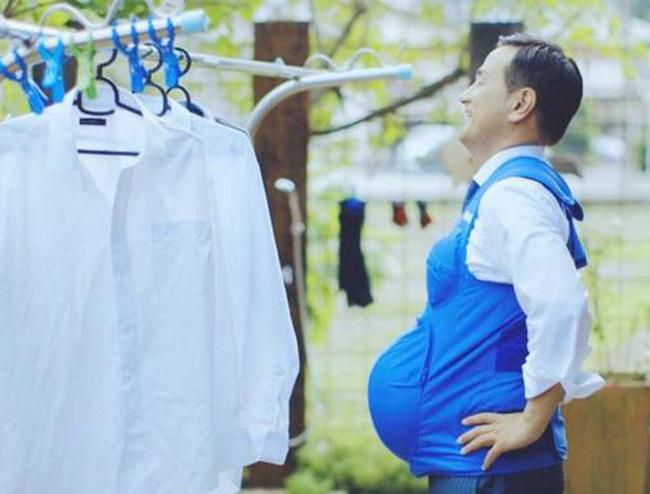 """Đàn ông Nhật Bản mặc áo """"mang thai"""" với trọng lượng 7kg để trải nghiệm và cảm thông nhiều hơn với phụ nữ"""