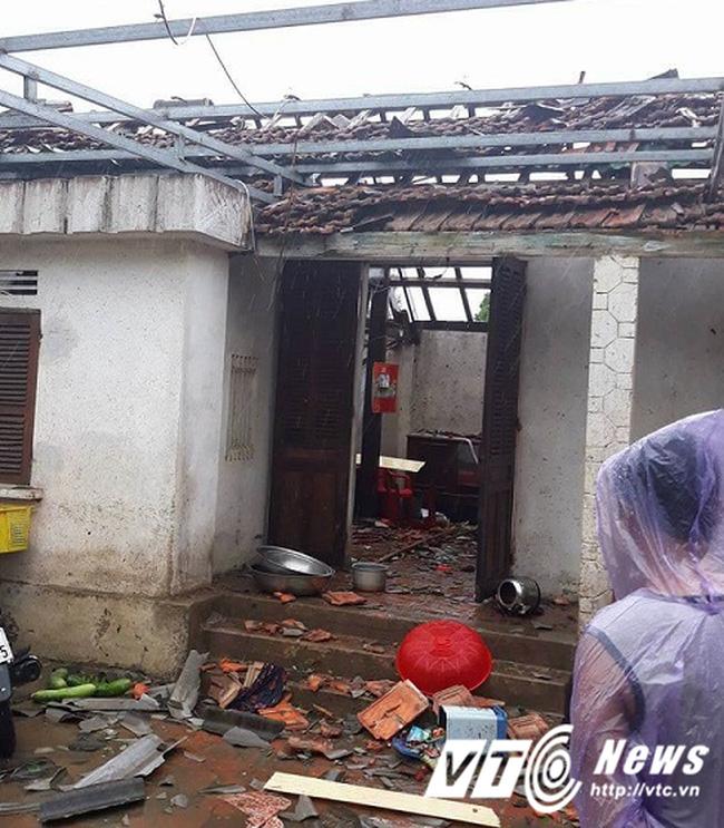 Bão số 10, Hà Tĩnh - Quảng Bình đang bị bão tàn phá khủng khiếp