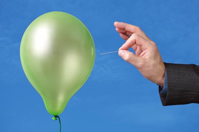 """Thế giới nhìn đâu cũng thấy """"bong bóng"""", nhà đầu tư sợ nhất điều gì?"""