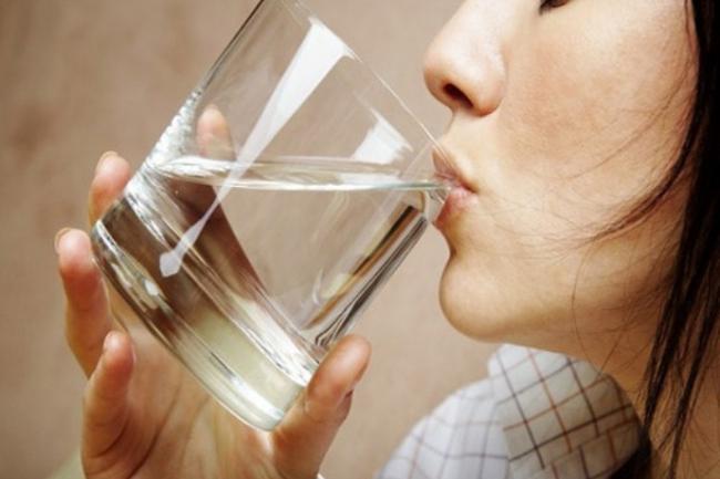 Cảnh báo: Uống nước đun sôi để nguội quá 2 ngày dễ nhiễm bệnh