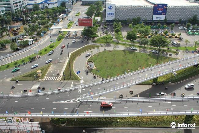 Cửa ngõ Tân Sơn Nhất ùn tắc nghiêm trọng: Vì sao cầu vượt 240 tỷ đồng vô dụng?
