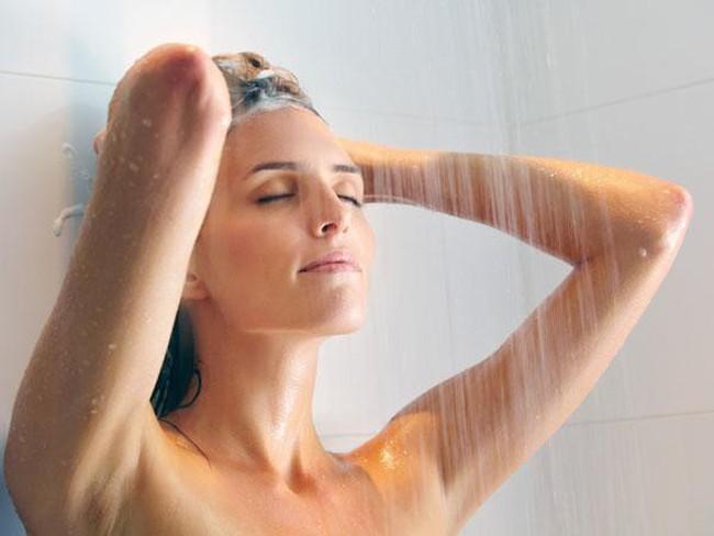 Cứ tưởng rằng tắm nước nóng sẽ tốt cho sức khỏe, thực tế nó lại mang đến những 'mối đe dọa' không ngờ