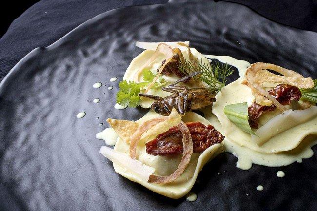 Khi côn trùng được nâng tầm thành món ăn đẳng cấp, phục vụ trong nhà hàng sang trọng Thái Lan