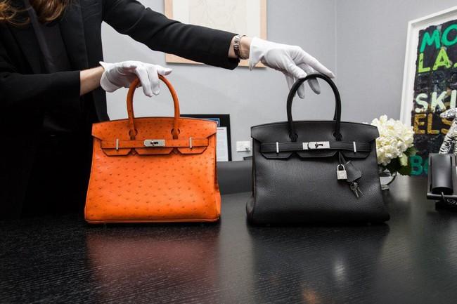 Khám phá không gian bên trong cửa hàng cầm đồ hàng đầu New York, nơi có bán những chiếc túi Birkin và đồng hồ Rolex hiếm có nhất