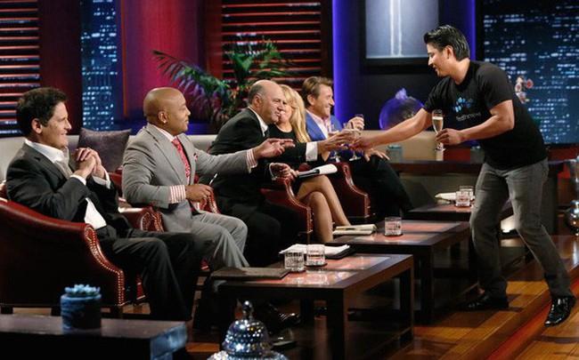 Sau chưa đầy 2 phút thuyết trình ở Shark Tank, chàng trai khiến cả 5 cá mập tranh nhau rót 1 triệu USD