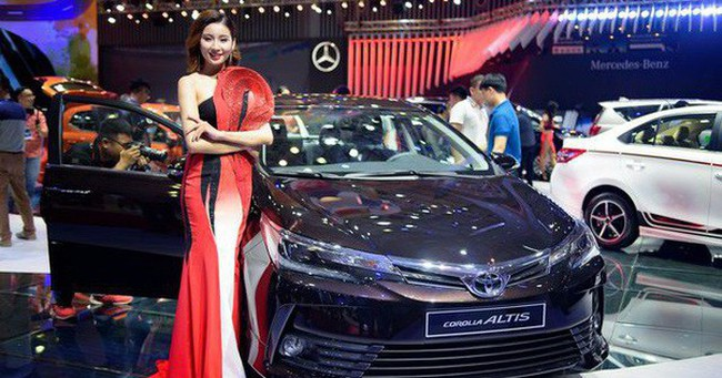 Đua nhau giảm giá, xe ô tô tại thị trường Việt rẻ chưa từng thấy