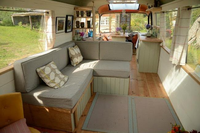Ngôi nhà di động sang chảnh được làm từ chiếc xe buýt cũ của cô nàng độc thân