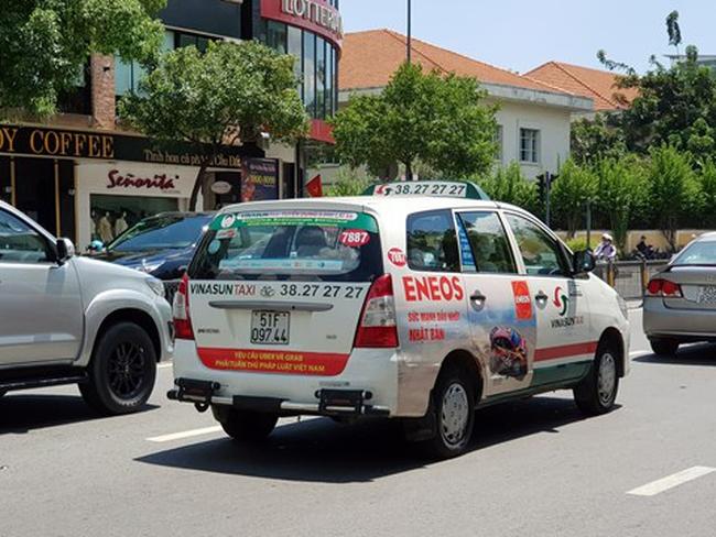 """Khi lãi từ kinh doanh taxi ngày càng mỏng, quảng cáo bất ngờ trở thành """"nguồn sống"""" của Vinasun"""