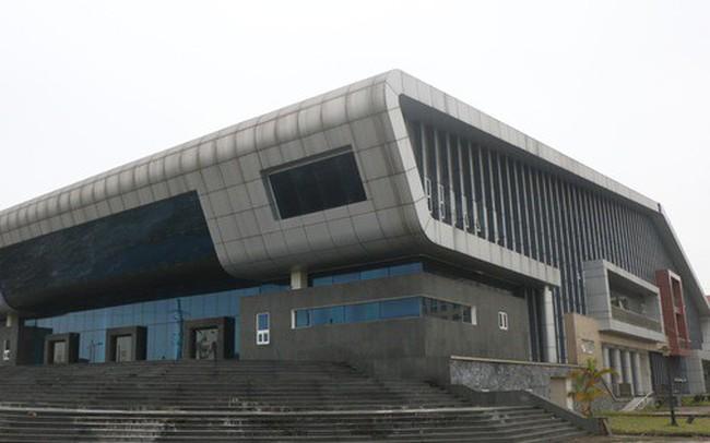 """Cận cảnh bên trong nhà hát 117 tỉ đồng """"đắp chiếu"""" ở Hà Nội"""