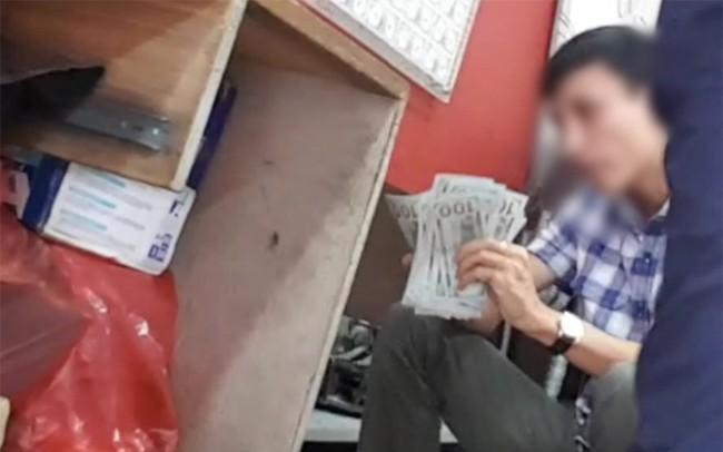 """Chợ ngoại tệ """"chui"""" lớn nhất Hà Nội vẫn tấp nập bất chấp án phạt 90 triệu đồng vì đổi 100 USD"""